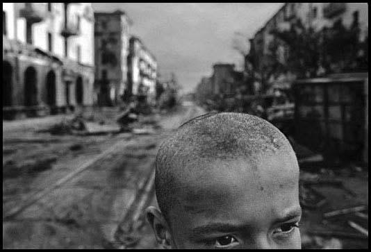 Tchétchénie, 1996 - Ruines du centre de Grozny.© James Nachtwey / Agence VII