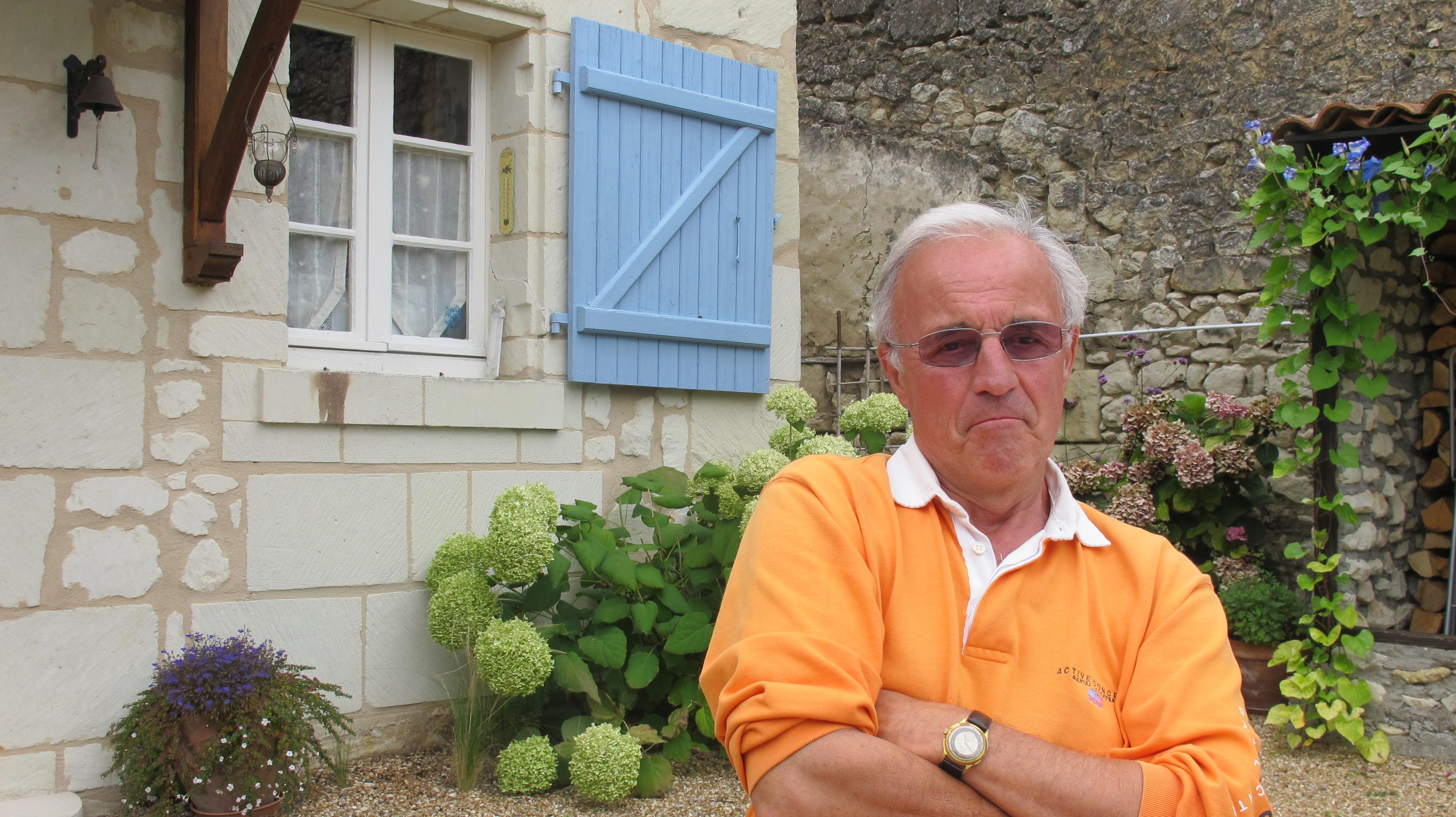 """Saumur, 4 aout 2011 Alain Dupuis, chez lui. Ancien directeur commercial de Sygma, ancien """"vendeur"""" de l'agence Apis. (c) Michel Puech / www.puech.info"""
