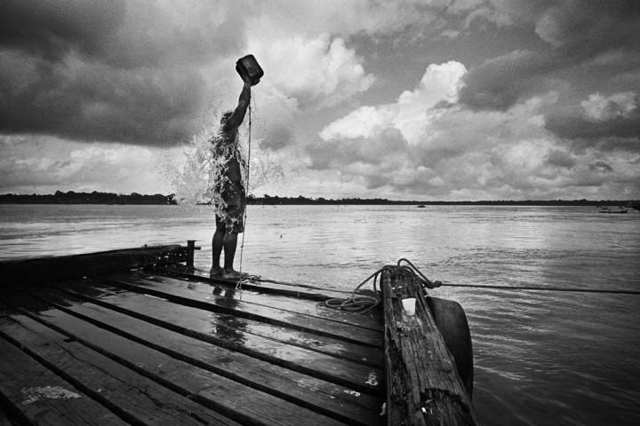 Brazil, Etat de l'Amapa, fleuve Amazonas, Santana. Santana, port sur l'embouchure de l'Amazonas, point d'arrivée de la future liaison routière entre la Guyane et le Brésil, qui s'achève avec l'ouverture du pont de l'Oyapock. Santana dessert les principales villes de l'Amazonas et constitue un carrefour de l'immigration clandestine. Quotidiennement des familles de migrants débarquent ici pour partir tenter leur chance en Guyane française.