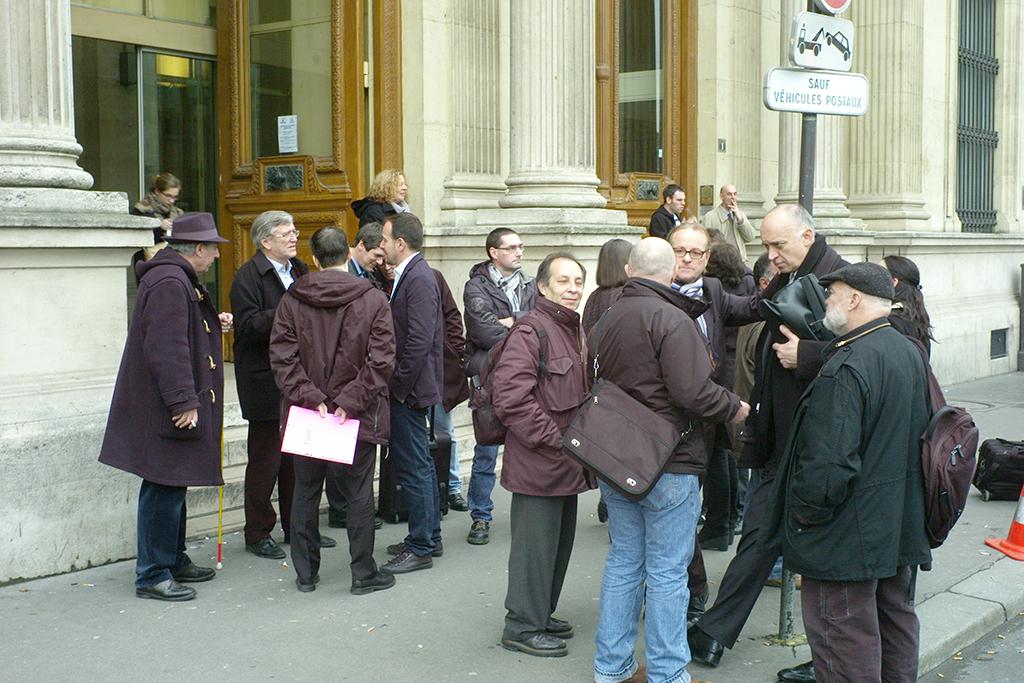 Jeudi 7 mars, des salariés de Sipa press devant le Tribunal de Commerce (c) Philippe Charliat pour A l'oeil