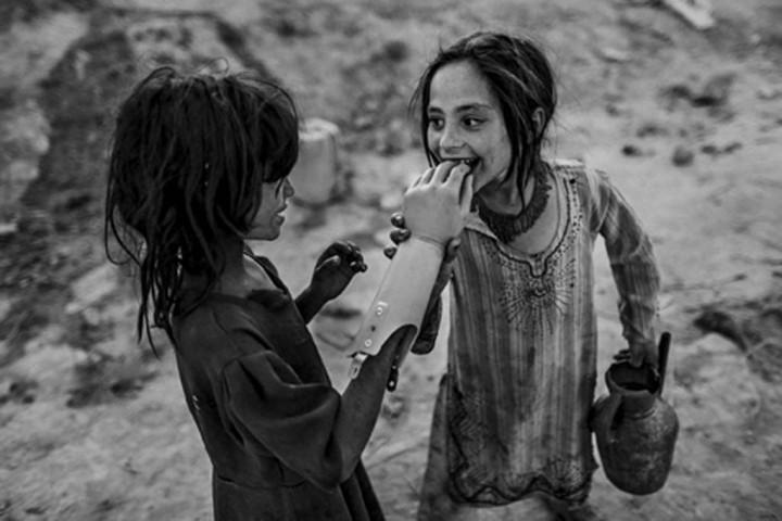 Deux fillettes à Kaboul (c) Majid Saeedi
