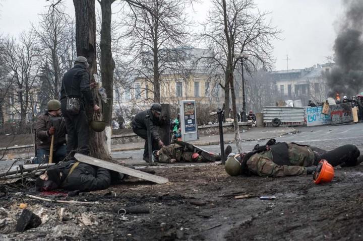 Kiev, Ukraina. 20/02/2014 Riots on Maidan square. Civilians killed by the police with Kalashnikov. More than 25 dead this morning.