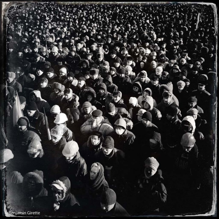 © Benjamin Girette / IP3 press : Kiev le 2 Fevrier 2014 : Des dizaines de milliers de manifestants anti Yanukovitch se rassemblent devant la scne installŽe place de l'indŽpendance pour Žcouter l'office religieux ou encore des discours des responsables de l'opposition anti Yanukovitch. La mobilisation ne faiblit pas depuis novembre dernier.