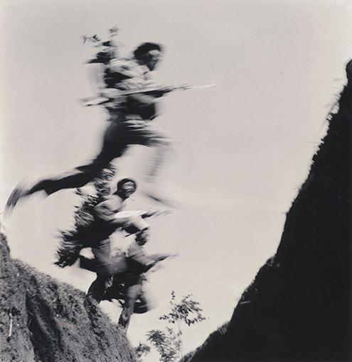 Troupes d'assaut nord-vietnamiennes à l'offensive. © Hua Kiem
