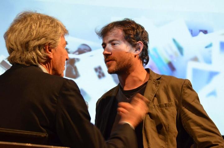 Alain Genestar de Polka Magazine en discussion avec Massimo Berutti de l'agence Vu' ©Geneviève Delalot
