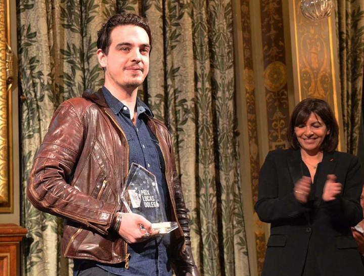 Sébastien Van Malleghem applaudit par Anne Hidalgo, maire de Paris © Geneviève Delalot