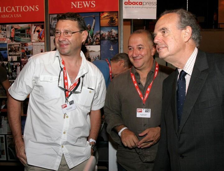 Bruno Cassajus, Jean-Michel Psaila avec Frédéric Mitterrand à Visa pour l'image en 2009 © Abaca press