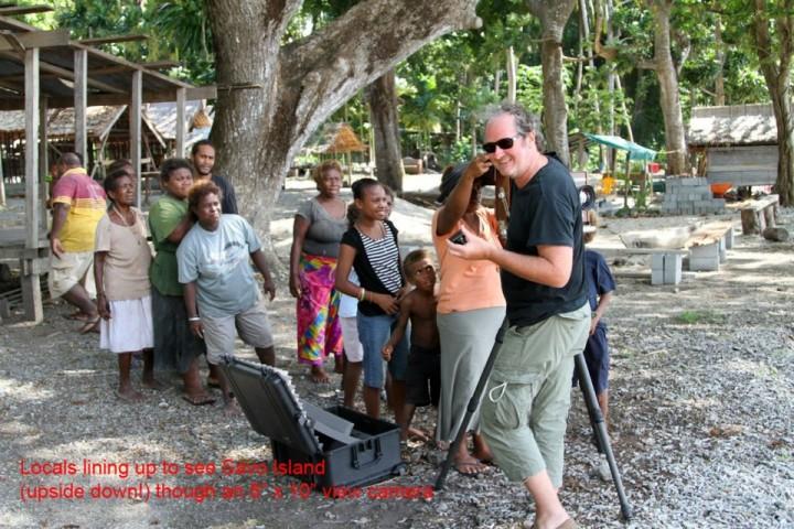 Yan Morvan à Guadalcanal 2011 ©Collection Yan Morvan