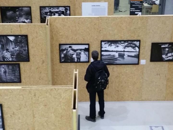 """Le Havre (France) mars 2016 5ème édition des rendez-vous avec un photojournaliste au Havre. Exposition """"Le mur et la peur"""" de Gael Turine en présence d'Alain Keler et Marie Dorigny. Photo Michel Puech"""
