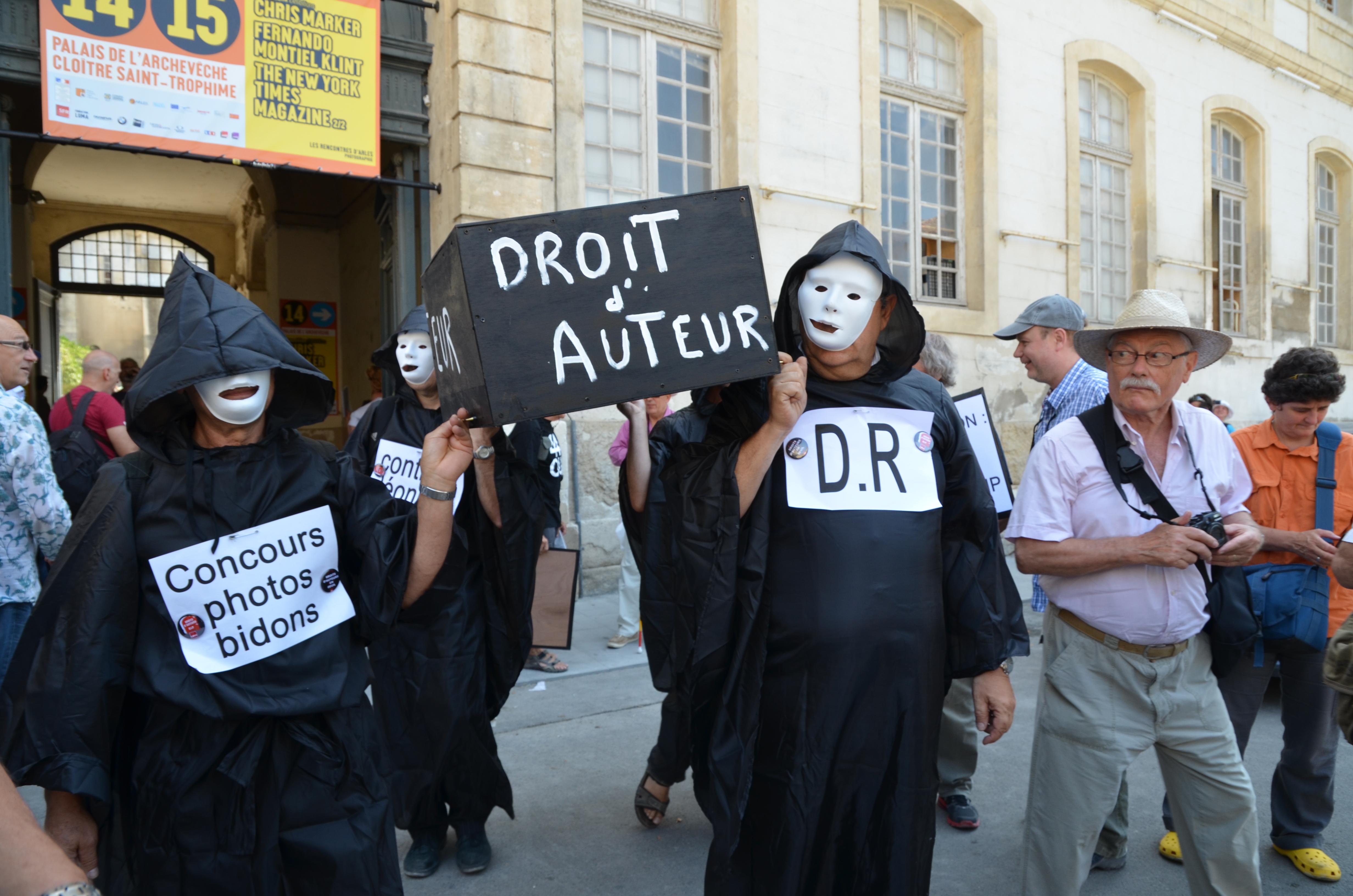 Manifestation aux Rencontre d'Arles (c) Geneviève Delalot