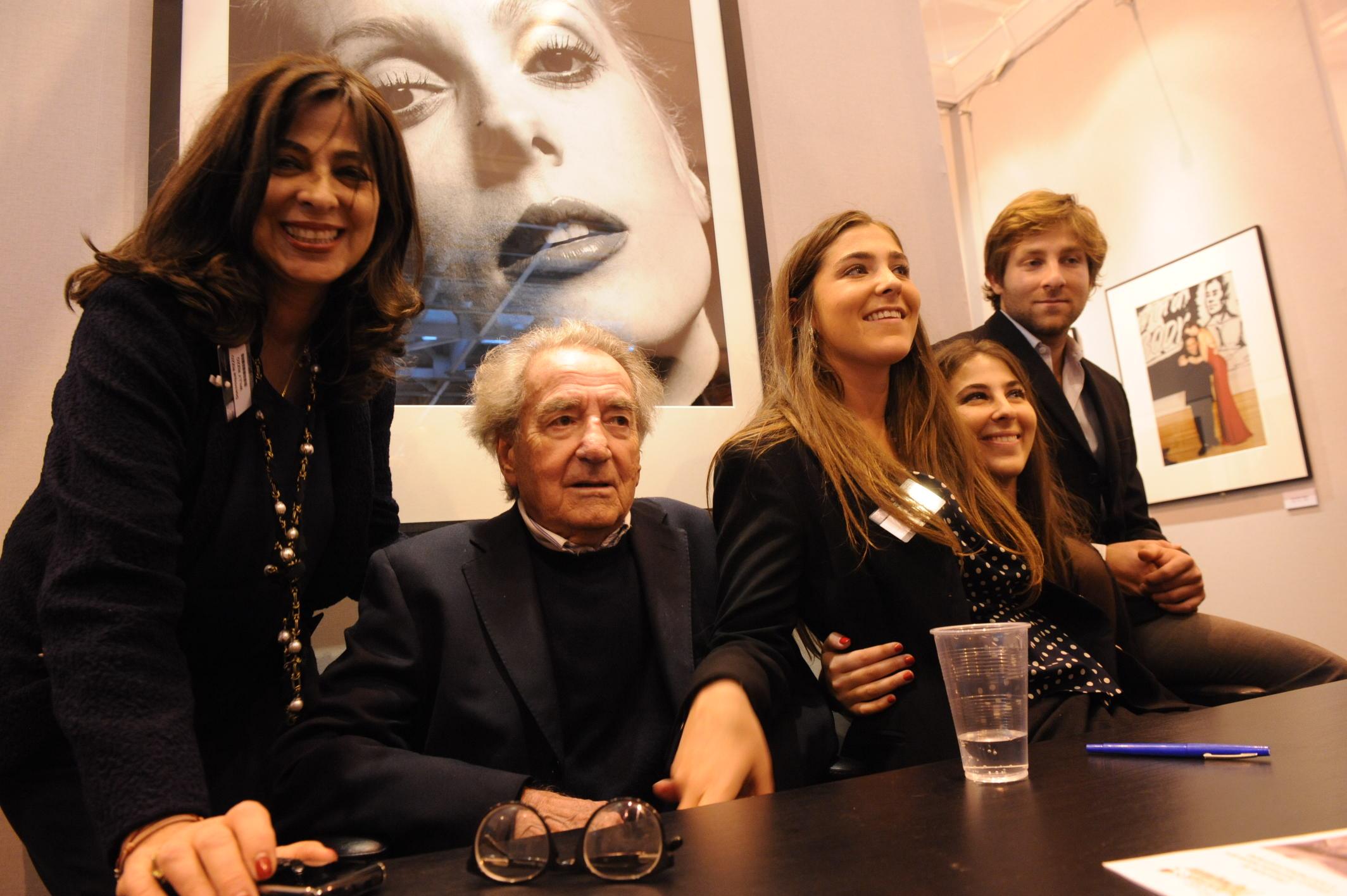 Avec ses enfants au Salon de la Photo à Paris en 2010 (c) Michel Baret / Gamma-Rapho