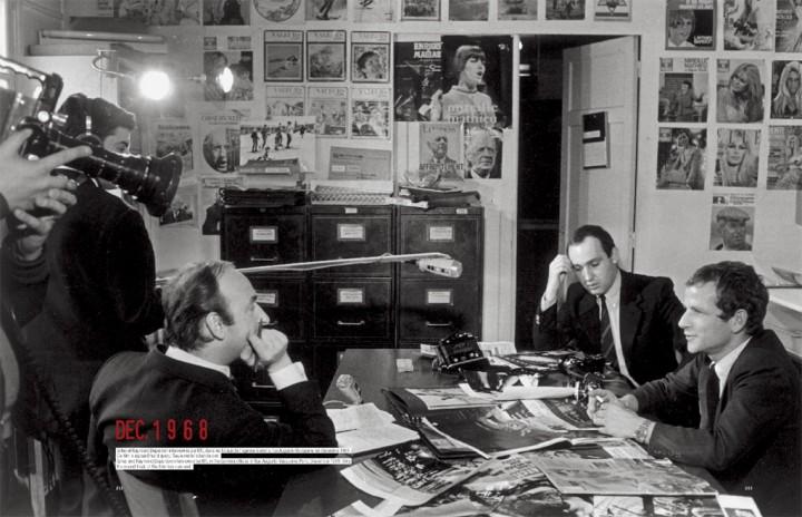 Gilles Caron et Raymond Depardon repondent a une interview pour RTL dans les locaux de Gamma, rue Auguste Vaquerie, en decembre 1968 courtesy Fondation Gilles Caron/Lienart/Contact Press Images Extrait de Scrapbook Gilles Caron, Editions Lienart, 2012