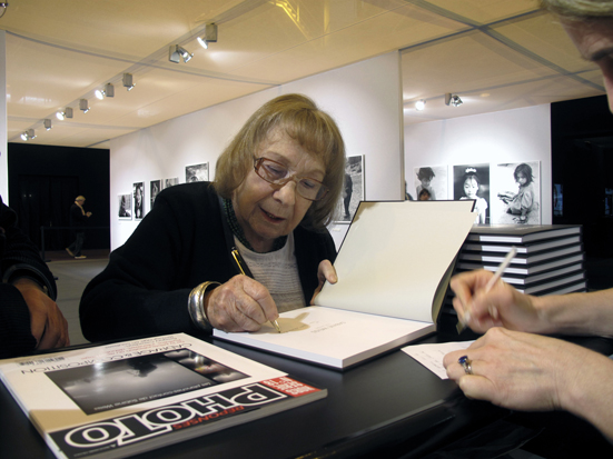 Sabine Weiss au Salon de la Photo à Paris 2014 (c) Philippe Charliat pour A l'Oeil